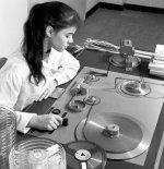 Band Spuleneinfädelung mit Dickenprüfung 1957.jpg